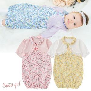 c2e0fd311f20c 春夏向けの新生児ツーウェオールです。 ツーウェイオールは、ねんねの時期はドレスとして 活発に足を動かし始めたらスナップを留め変え  カバーオールタイプとして着 ...
